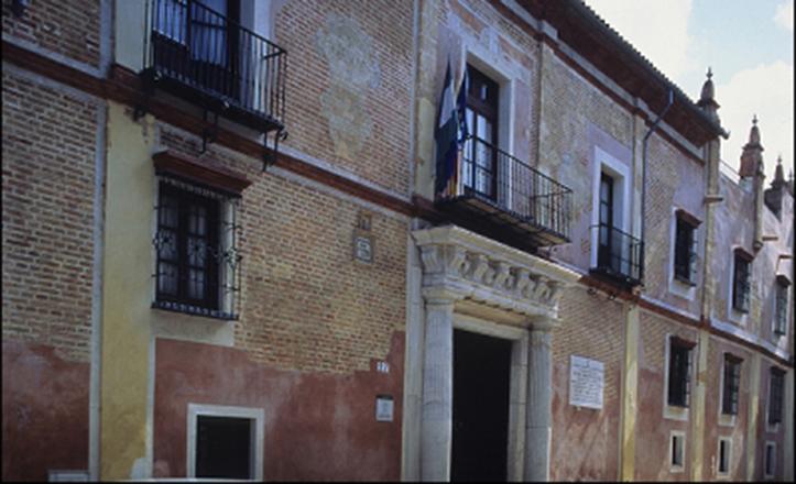 Fachada principal de la Casa Palacio de los Mañara, en la calle Levíes / IAPH