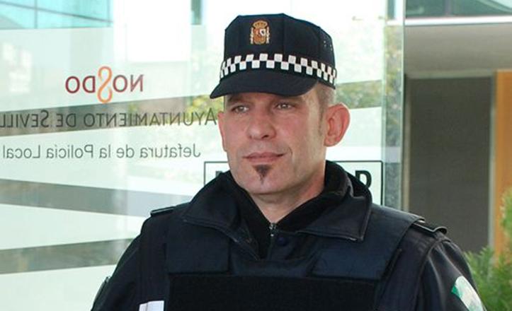 Juan Javier Torres, policía que salvó a un niño de asfixiarse por un caramelo
