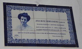 La calle Betis cuenta ya con una placa a la madre de los Machado