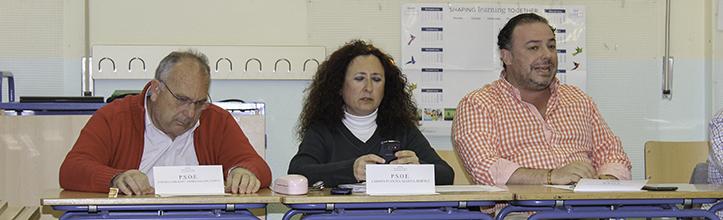 Representación socialista en la sesión celebrada en el CEIP Julio Coloma / Fran Piñero