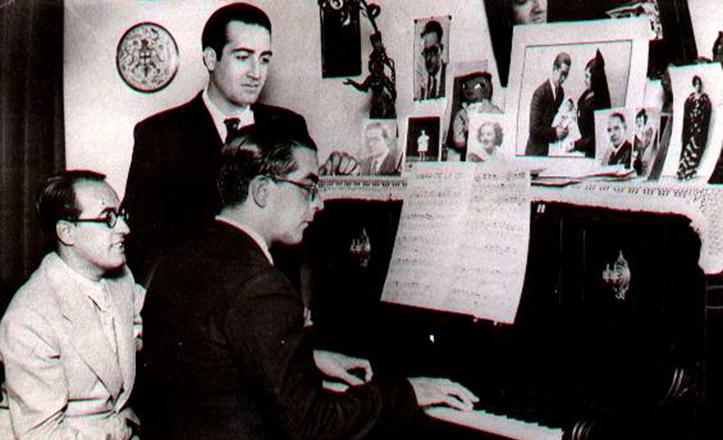 Valverde, a la izquierda, junto a León y Quiroga en el estudio del músico