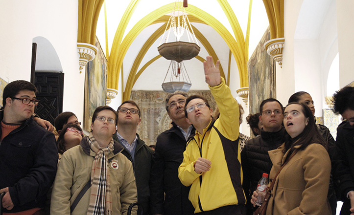 Zoido visita el Alcázar con 20 jóvenes de la Asociación de Síndrome de Down de Sevilla y provincia, Asedown