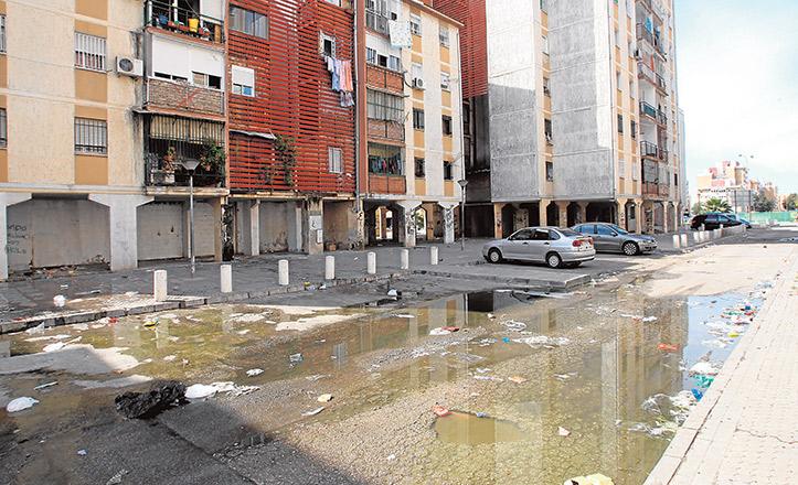 Aguas fecales en las Tres Mil / RAÚL DOBLADO