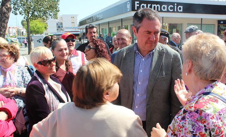 Juan Espadas visita San Pablo para explicar su plan municipal de rehabilitación de viviendas