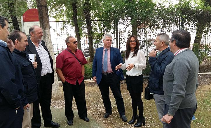 la delegada del Distrito Macarena ha acompañado a Lipasam en su visita a La Carrasca