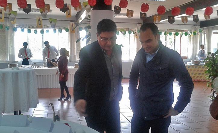 Rafael Belmonte visita el IES Heliópolis durante la Feria de la Tapa 2015