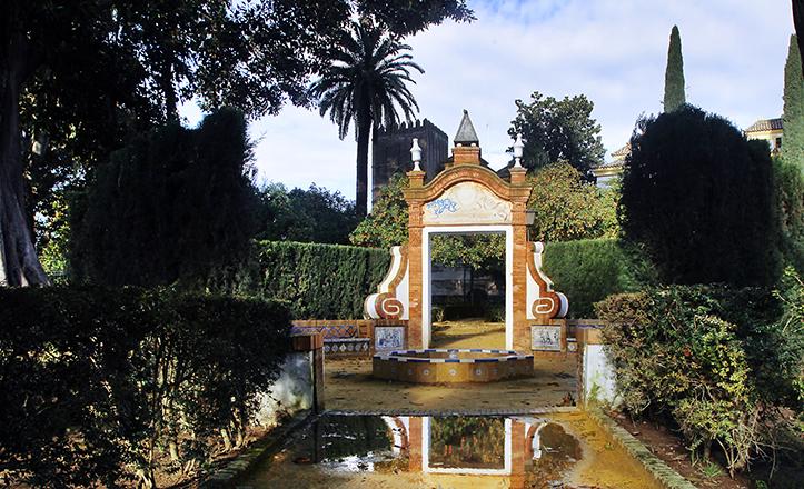 Glorieta del pintor José García Ramos, en los frondosos Jardines de Murillo / Raúl Doblado