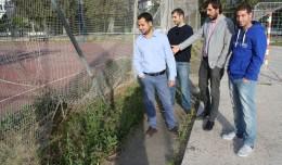 IU denuncia el mal estado del Centro Deportivo Ifni