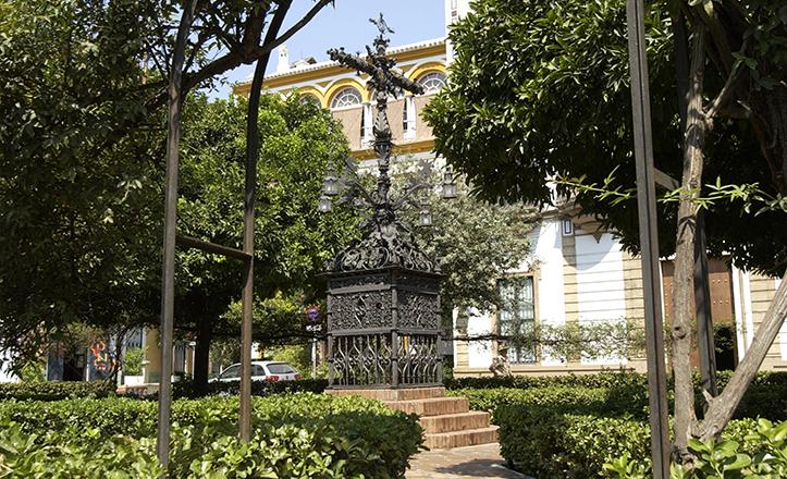 Plaza de Santa Cruz, antigua iglesia donde fue enterrado Bartolomé Esteban Murillo / P. Ortega