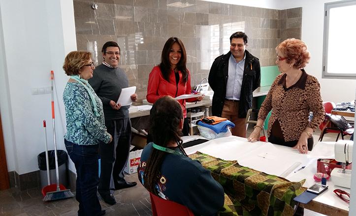 Evelia Rincón visita el taller de Costura 2014-2015 del CC San Fernando
