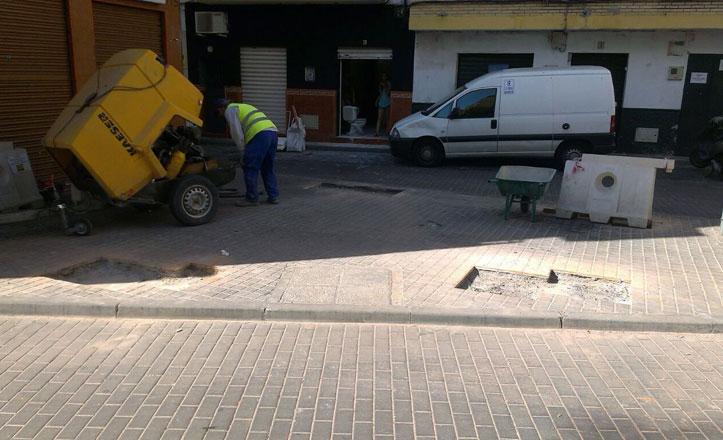 Retiran tres bancos en la calle Arzobispo Don Nuño