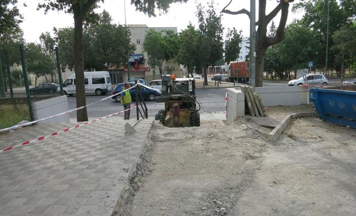Colocación de una rampa de acceso en la barriada de el Zodíaco
