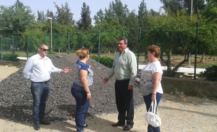 Ignacio Flores comprueba las obras en los nuevos accesos al Parque Tamarguillo