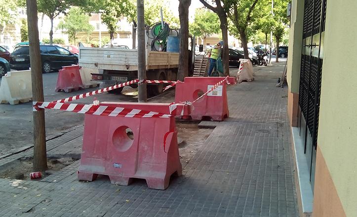 Mejoras en acerado y pavimento de la avenida de los Trabajadores Inmigrantes