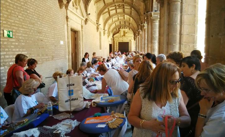 Gran asistencia de público al VIII Encuentro de Encajes de Bolillos