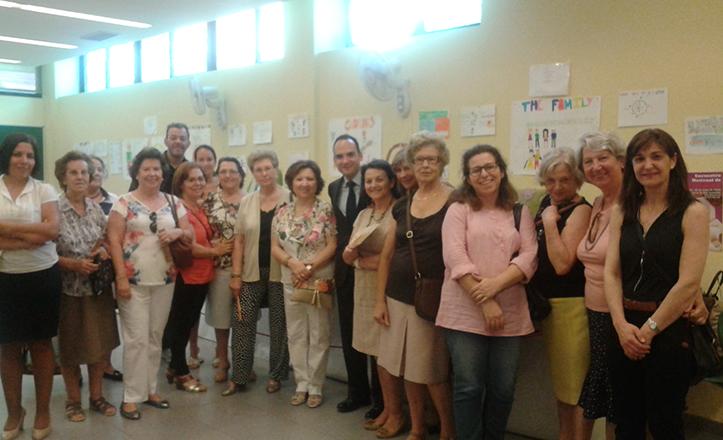 Rafael Belmonte visita la exposición de talleres socioculturales de Bellavista-La Palmera
