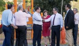 Zoido visita con los vecinos el parque de Santa Clara