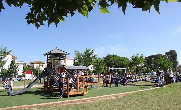 Juegos infantiles en el Parque Guadaira / Fran Piñero
