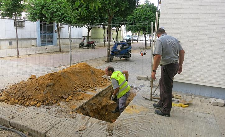 Renovación de la red de abastecimiento y pluviales de la calle Sueño del Patricio, en el Polígono de San Pablo.