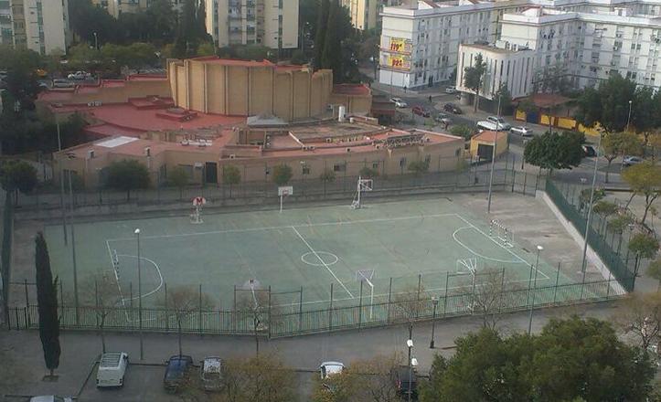 La plaza del Amanecer, en el Polígono de San Pablo, ha recuperado un uso deportivo controlado con Nodo Sport