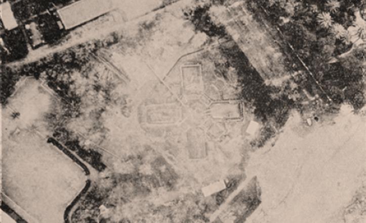 Vista aérea de las obras del Pabellón de México en la que ya se intuye la disposición radial, en forma de «X» / Manuel Amábilis