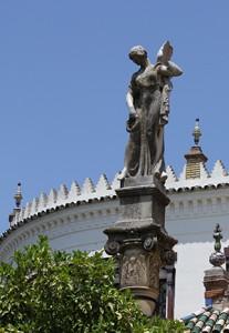 Diosa con corona de laurel / F.P.