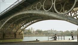 alli-abajo-puente de Triana