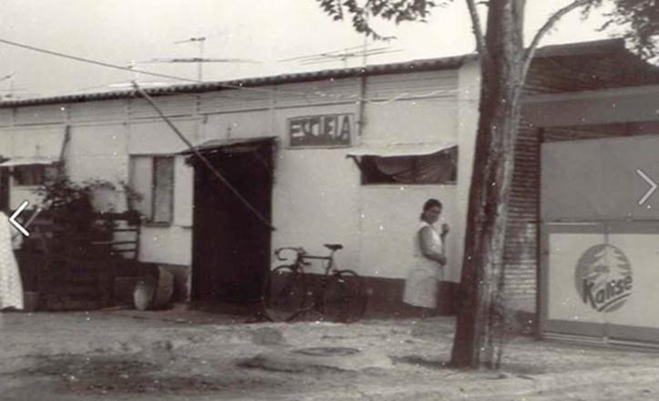 Imagen de la escuela en las Casitas Bajas del Polígono de San Pablo, donde se aprecia el terrizo de la calle / www.poligonodesanpablo.es