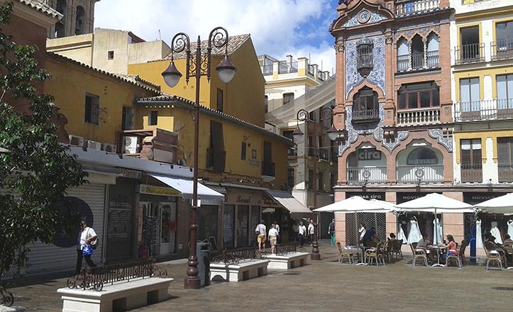 Las antiguas tabernillas de la plaza del Pan daban trabajo y «alojamiento» a los gallegos del siglo XIX / Fran Piñero