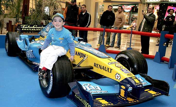 En 2006, el entonces coche oficial de Fernando Alonso estuvo expuesto en Los Arcos, justo frente a la Tienda Disney / K. Rangel