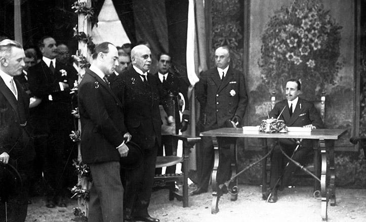 El Rey Alfonso XIII entrega la parcela del «Naranjal de Bella Flor» para construir el Pabellón de Argentina