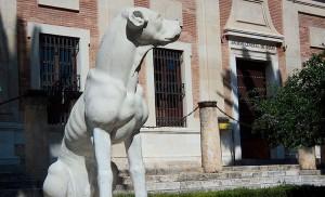 Los perros vuelven a custodiar el Archivo de Indias� 30 años después