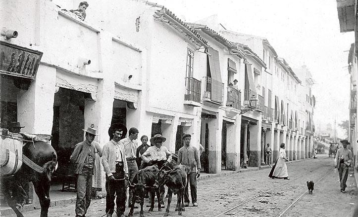 Imagen de la calle San Jacinto con soportales a principios del XX / JUAN BARRERA