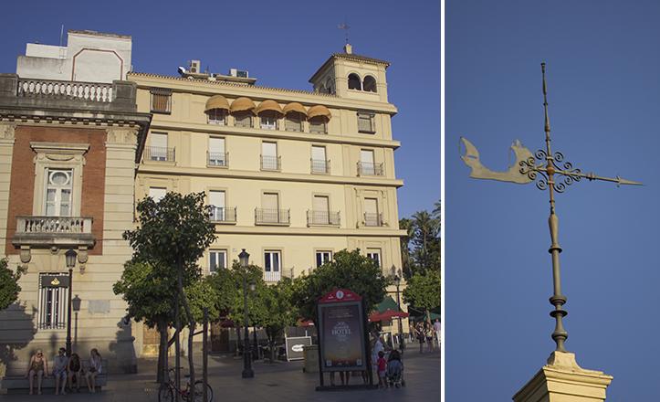 Más habitual en localidades de mar, una nave surca la Puerta de Jerez sobre la Equitativa / Fran Piñero