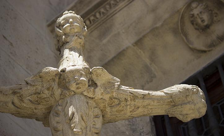 Detalle de la «Cruz de las Siete Cabezas» / Fran Piñero