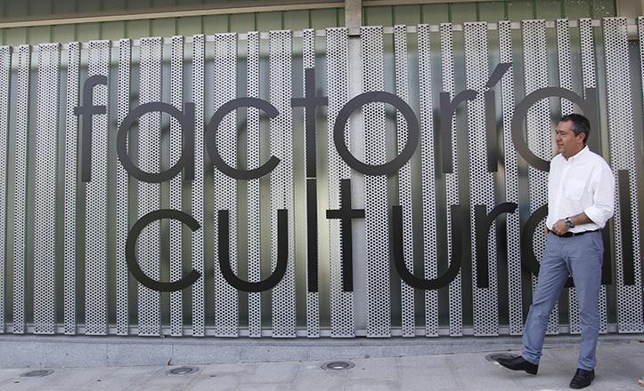 El alcalde Juan Espadas vista la Factoría Cultural, aún en obras / Vanessa Gómez