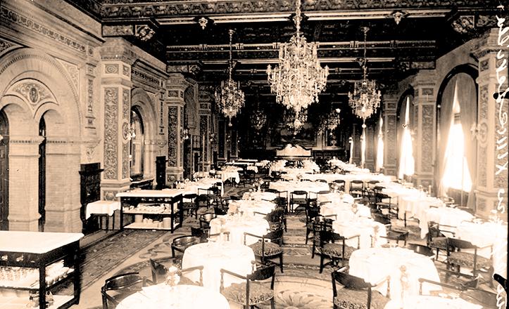 Gran Comedor del Hotel Alfonso XIII, meses antes de su inauguración de cara a la Exposición Iberoamericana de Sevilla.