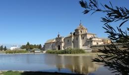 El Monasterio de La Cartuja, con el icónico estanque frontal / Fran Piñero