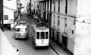 Los tranvías del siglo XX avanzaban por La Puerta Real hacia San Laureano