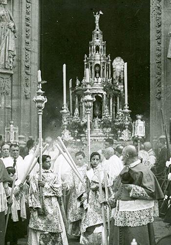 La Custodia de Arfe sale de La Catedral en los años 20