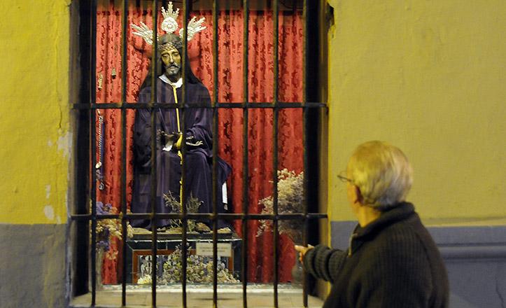 El Cristo de Los Afligidos, en su ventana a la calle Feria de San Juan de La Palma / Jesús Spínola