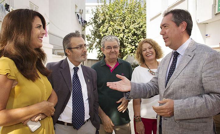 El alcalde de Sevilla, Juan Espadas, visita el CEIP Huerta del Carmen