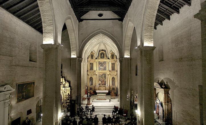 Célebre por sus arcos ojivales, el interior del templo de San Esteban destaca por sus líneas góticas y su artesonado / J.M. Serrano