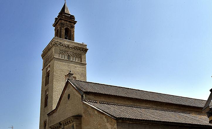 Llamativa torre, la de la Iglesia de San Marcos, que evidencia las huellas de su pasado como minarete musulmán / J.M. Serrano