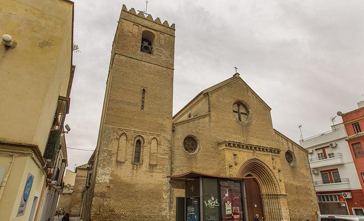 La iglesia gótico-mudéjar de Santa Marina, con su característica torre almenada / Julio Muñoz
