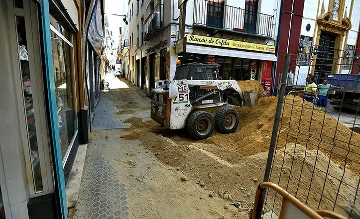 Repavimentación de la calle José Gestoso / J.M. Serrano