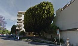 Gran árbol en la intersección de Luis Montoto con Kansas City / Google Maps