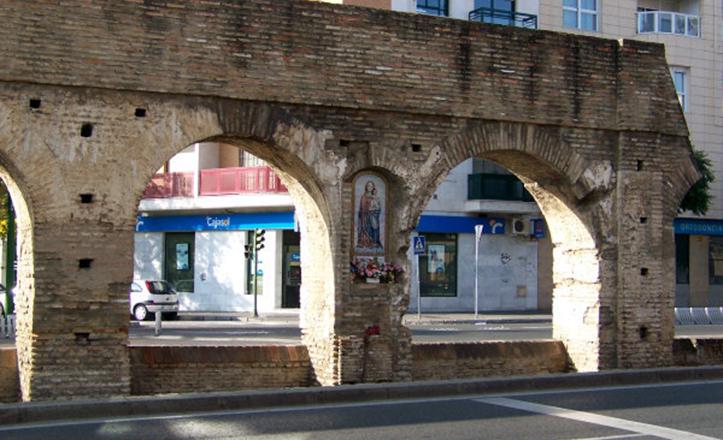 La pieza que se localiza en los restos del Acueducto es depositaria de una antigua devoción / retablocerámico.net