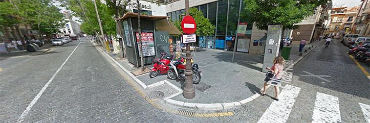 Una señal obliga a los vehículos a ir por Orfila y no por Martín Villa y Campana